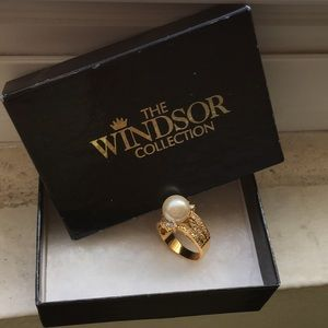 Windsor Collection Pearl decadent ring